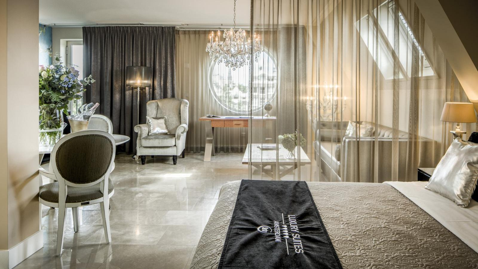 Luxury suites amsterdam feel like a vip for Hotel design amsterdam centro